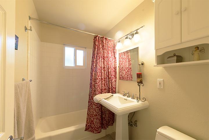 Bathroom 1 (A)