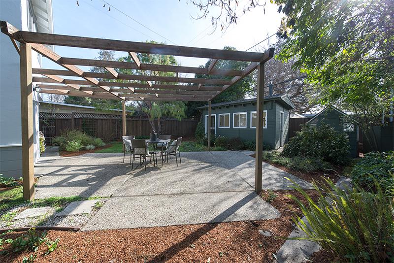 Backyard (A) - 3320 Bryant St