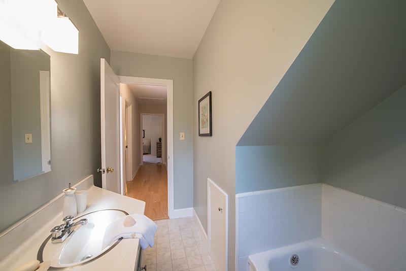 Bathroom 2 (B)