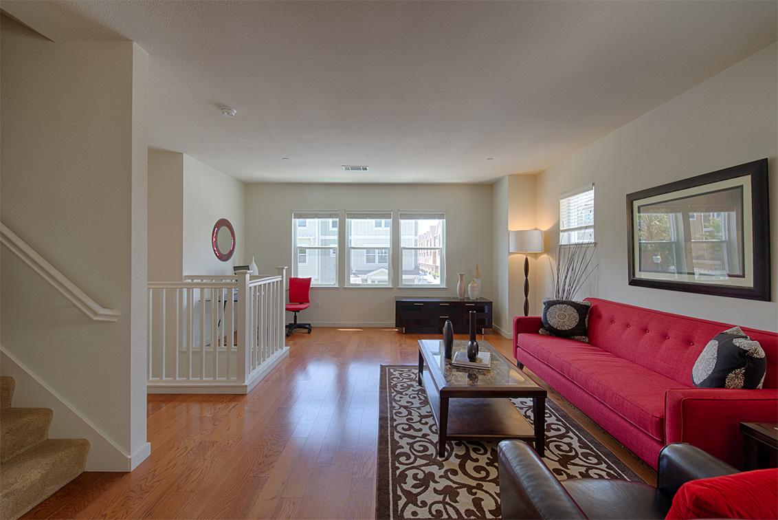Living Room (E)
