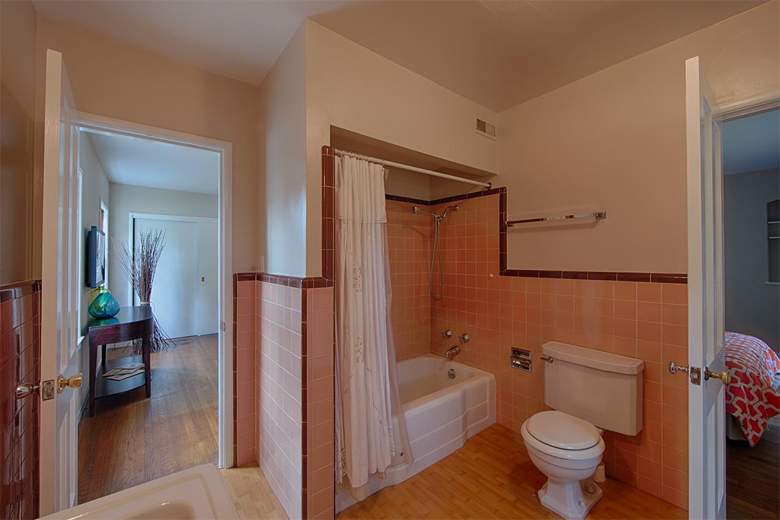 Master Bath (B) - 1496 Dana Ave
