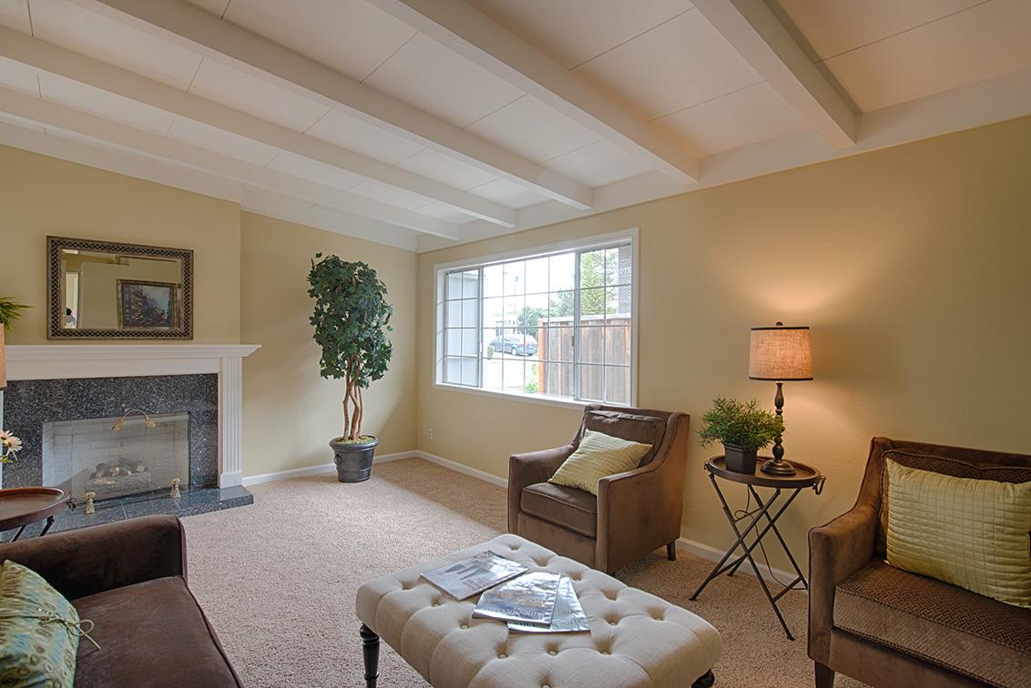 Living Room (C)