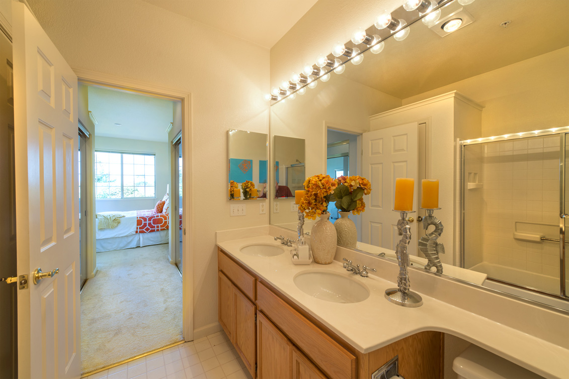 Master Bath (B) - 2111 Hastings Shore Ln