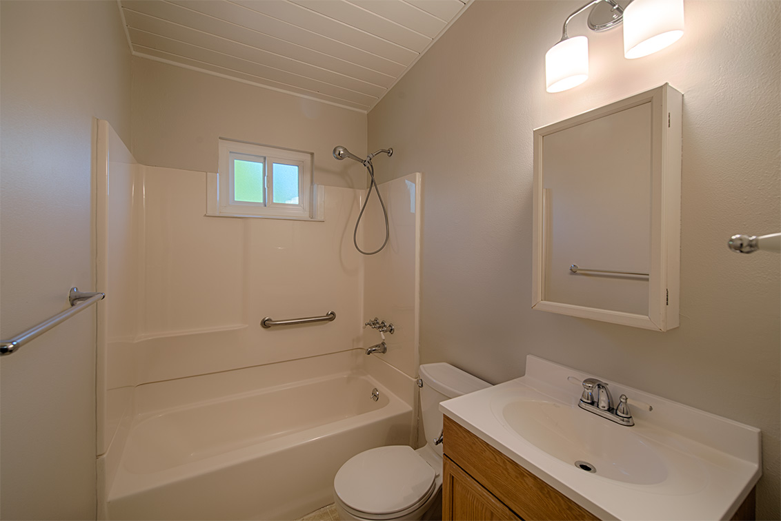 Bathroom (A) - 1304 Hill Ave