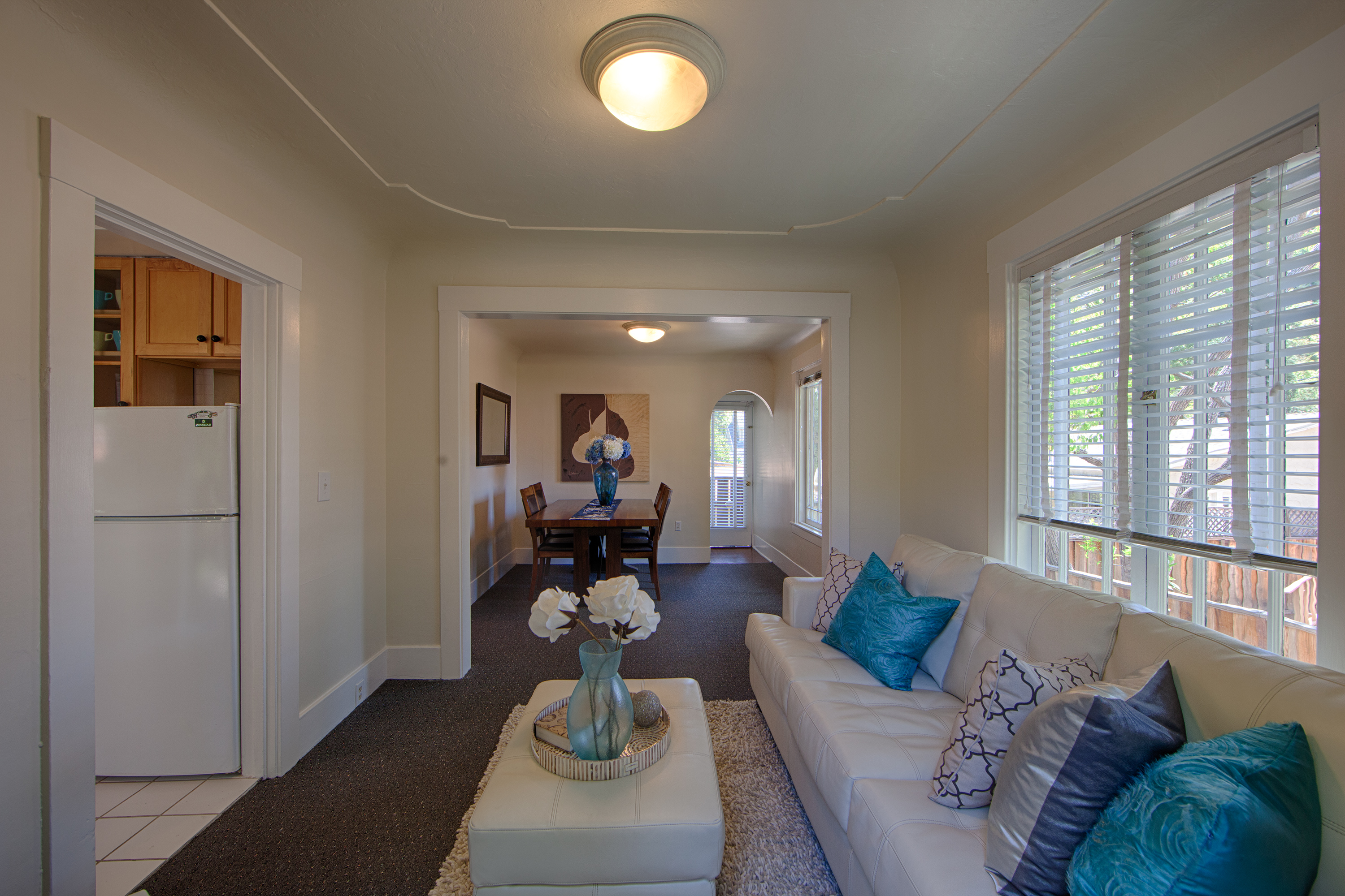 upstairs living room homes for 1321 ave palo alto 94301 real 11022