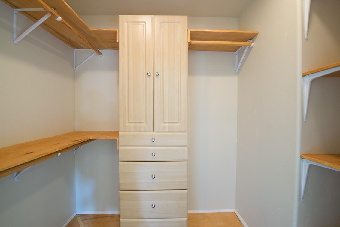 Bedroom 5 Closet (A)