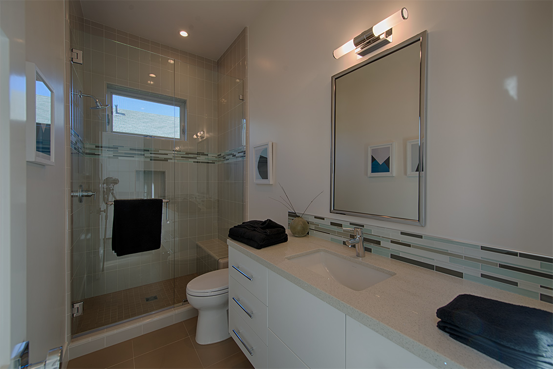 Bathroom 3 (A) - 462 Pettis Ave