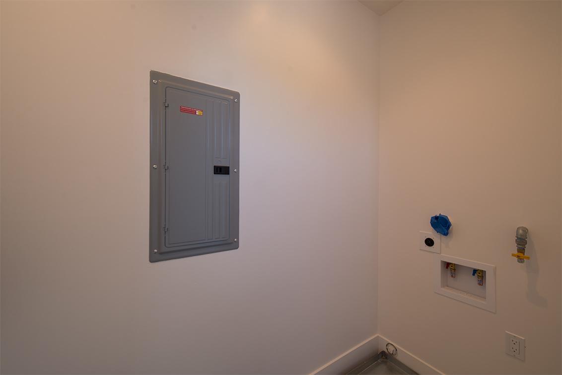 Laundry (B) - 462 Pettis Ave