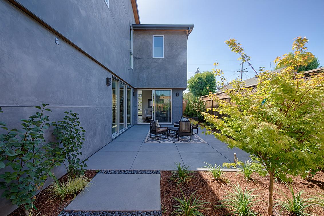 Side Yard (B) - 462 Pettis Ave