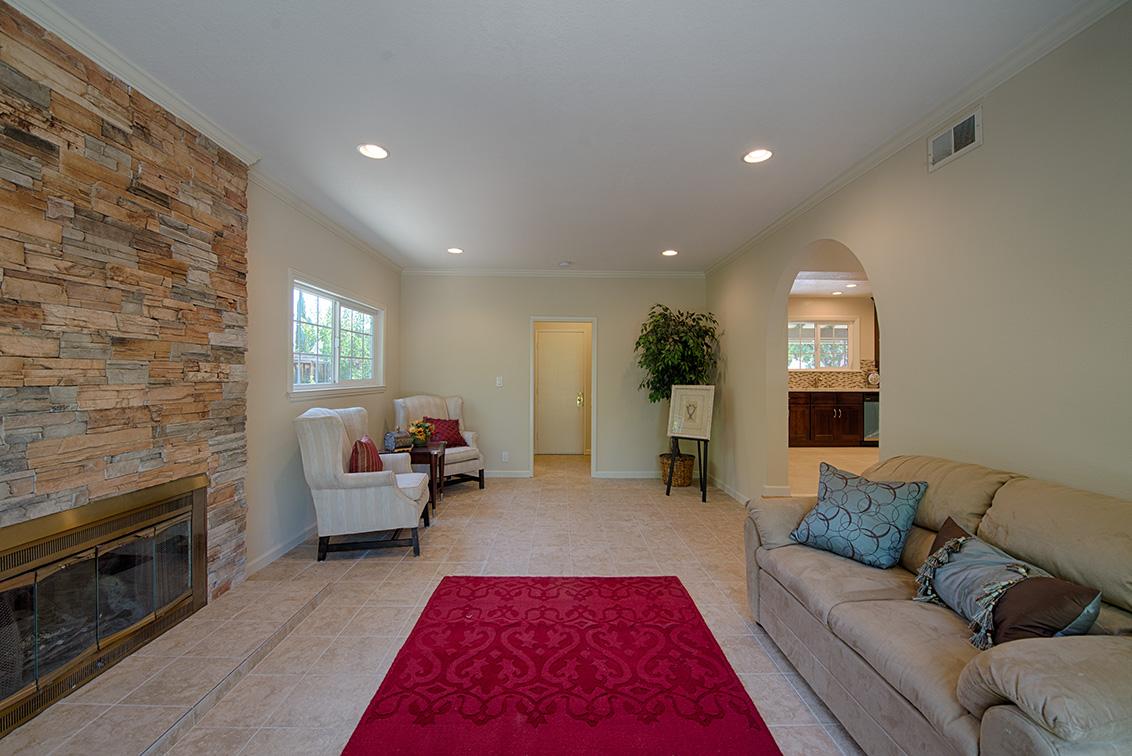 Family Room (B) - 5589 Portsmouth Ave