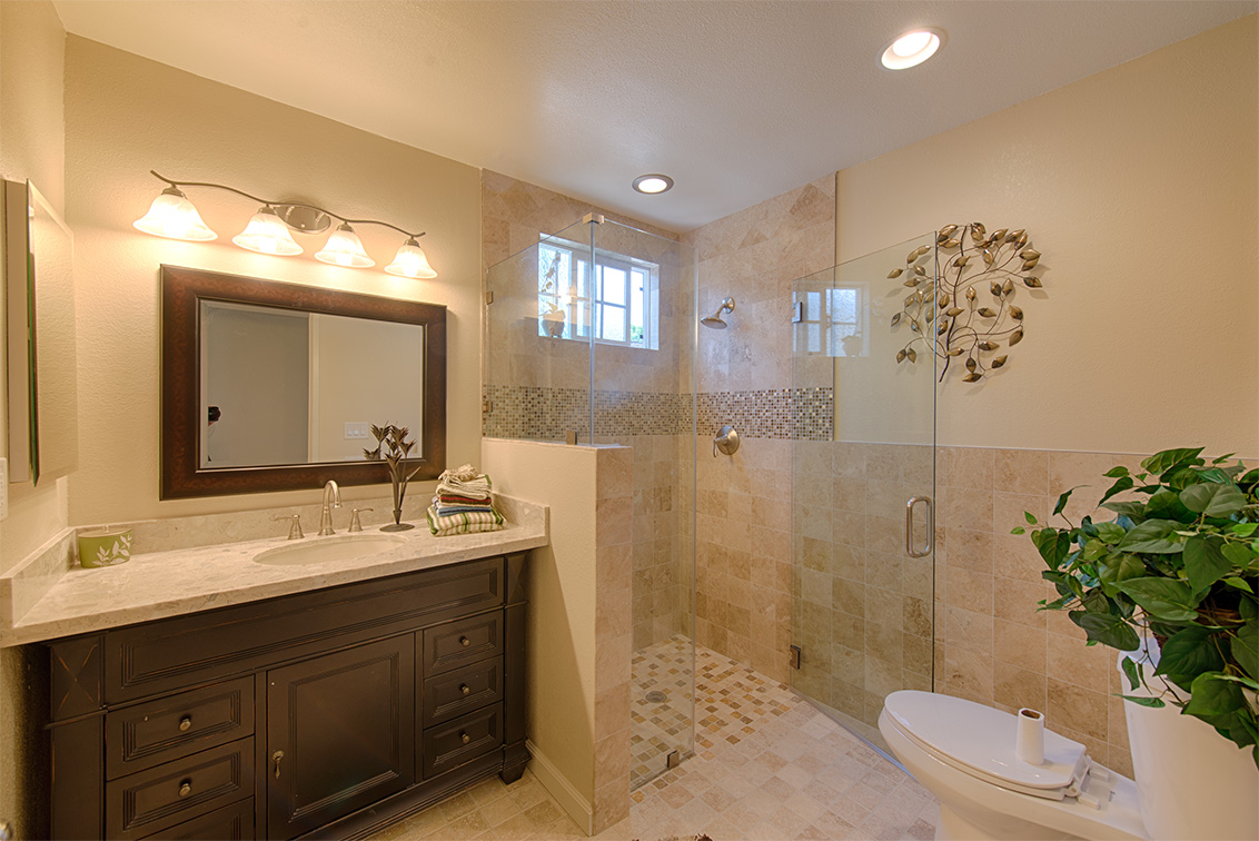 Master Bath (A) - 5589 Portsmouth Ave