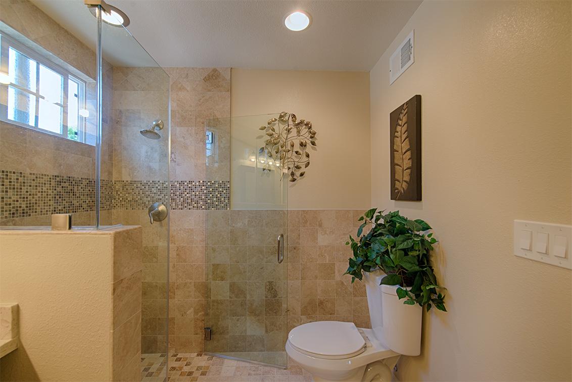 Master Bath (B) - 5589 Portsmouth Ave