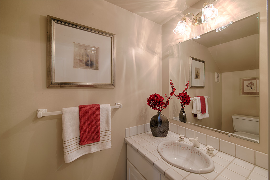 Half Bath (A) - 10385 Rivercrest Ct