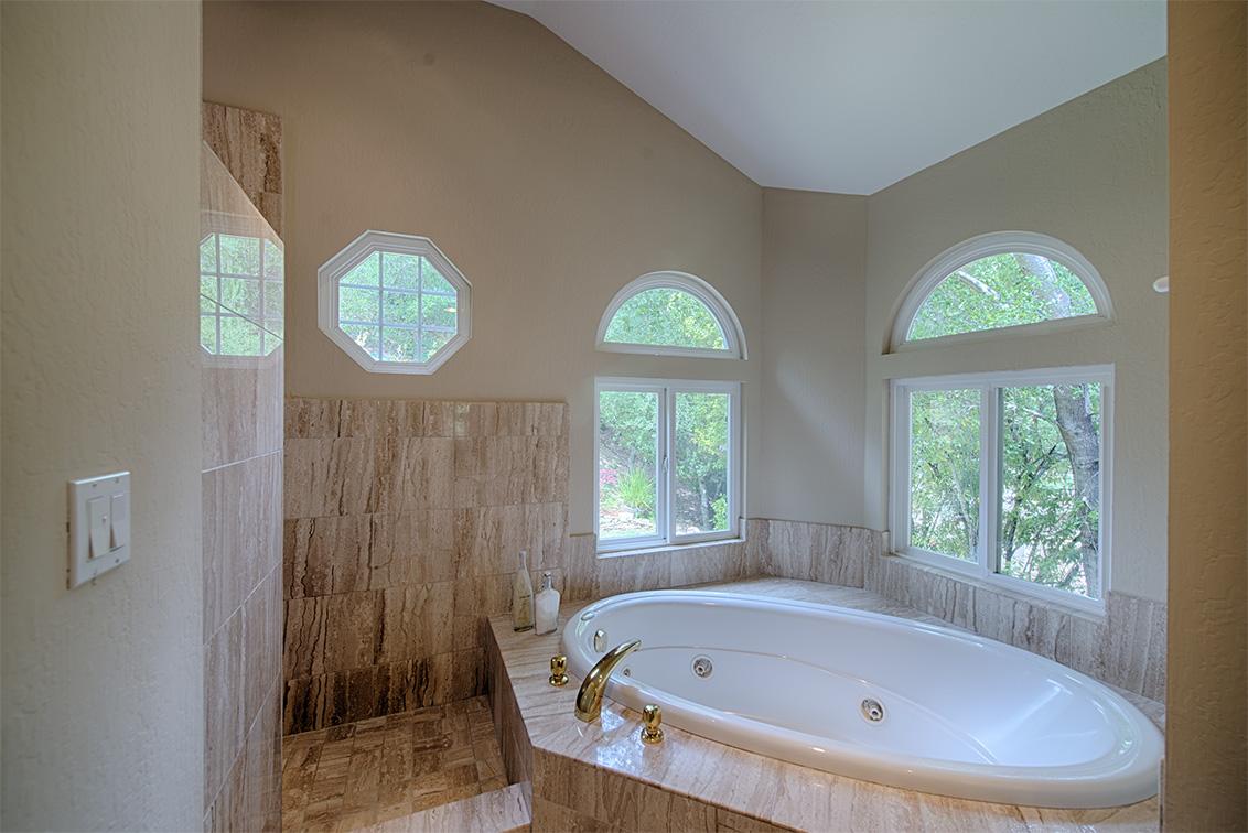 Master Bath (B) - 10385 Rivercrest Ct