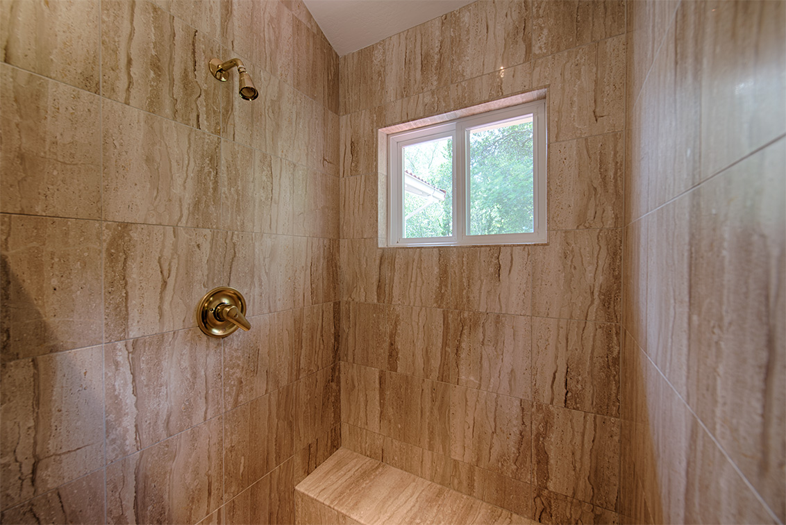 Master Bath (C) - 10385 Rivercrest Ct