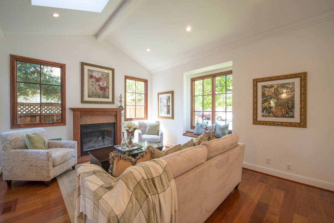 Living Room (C) - 470 Ruthven Ave