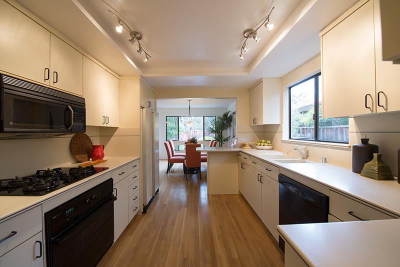 Living Room - 1140 S California Ave