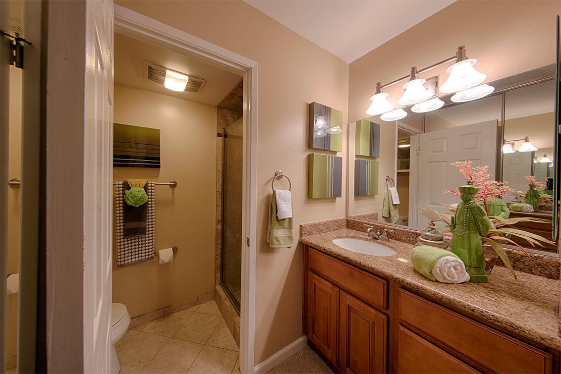 Bathroom 1 (A) - 20780 4th St 6