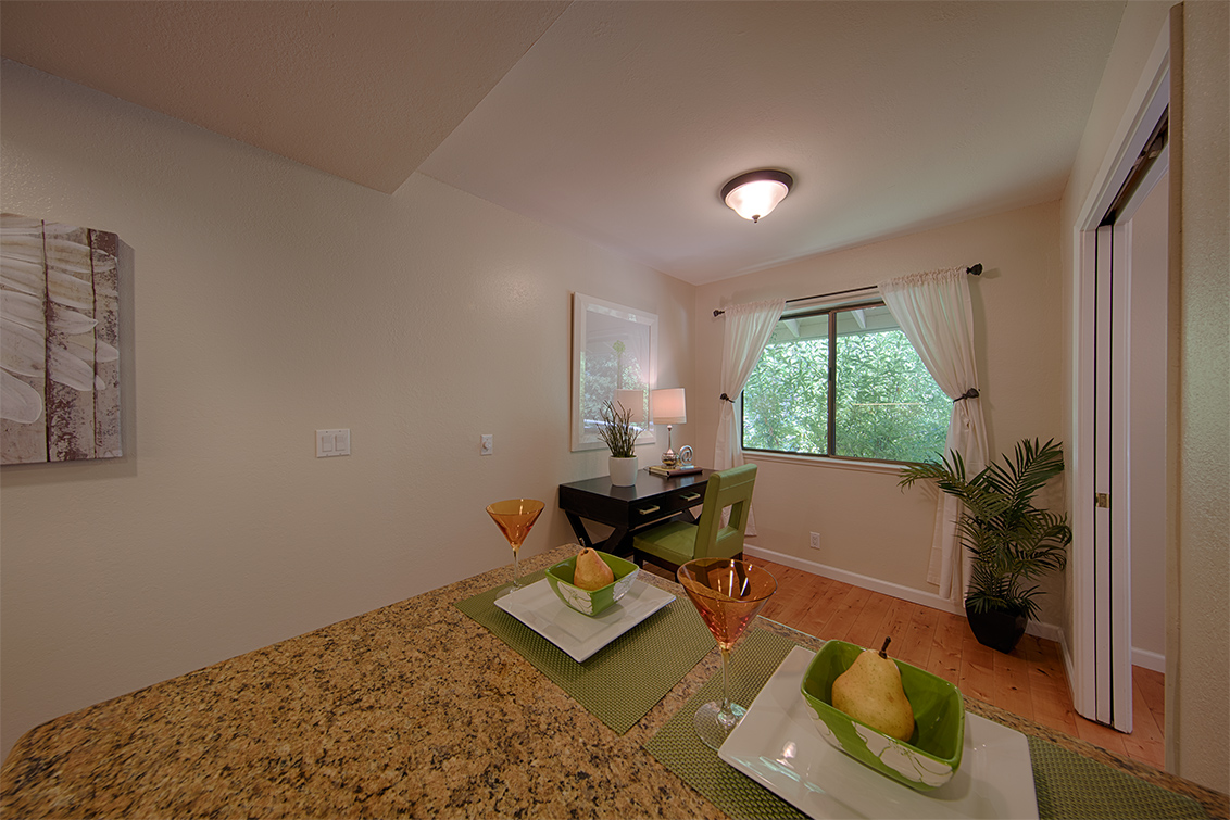 Breakfast Area (D) - 20780 4th St 6