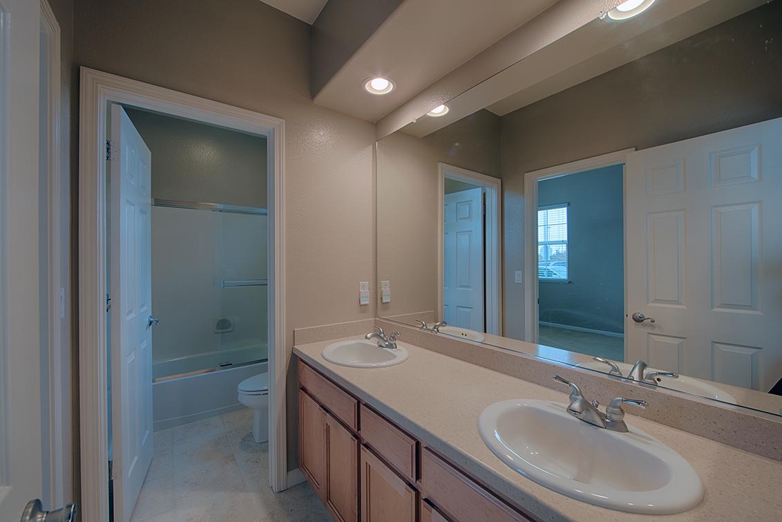 Bathroom 3 (A) - 34948 Eastin Dr