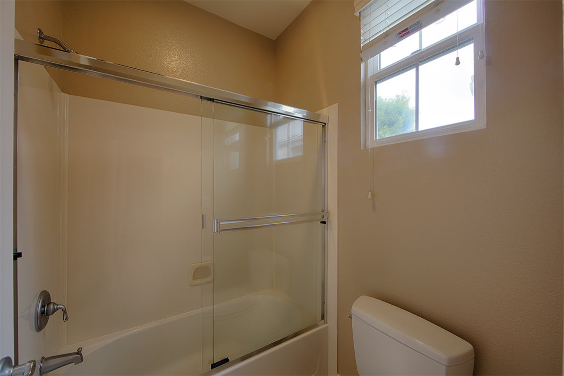 Bathroom 3 (B) - 34948 Eastin Dr