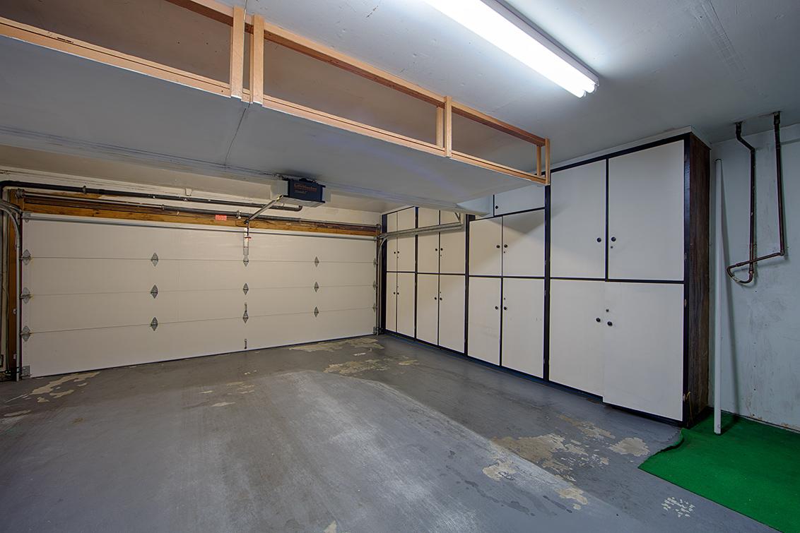 Garage (A) - 109 El Porton
