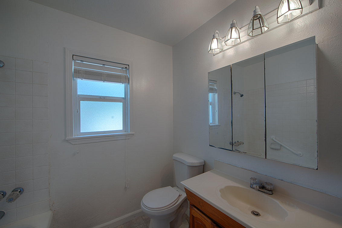 Bathroom 2 (A) - 2141 Euclid Ave