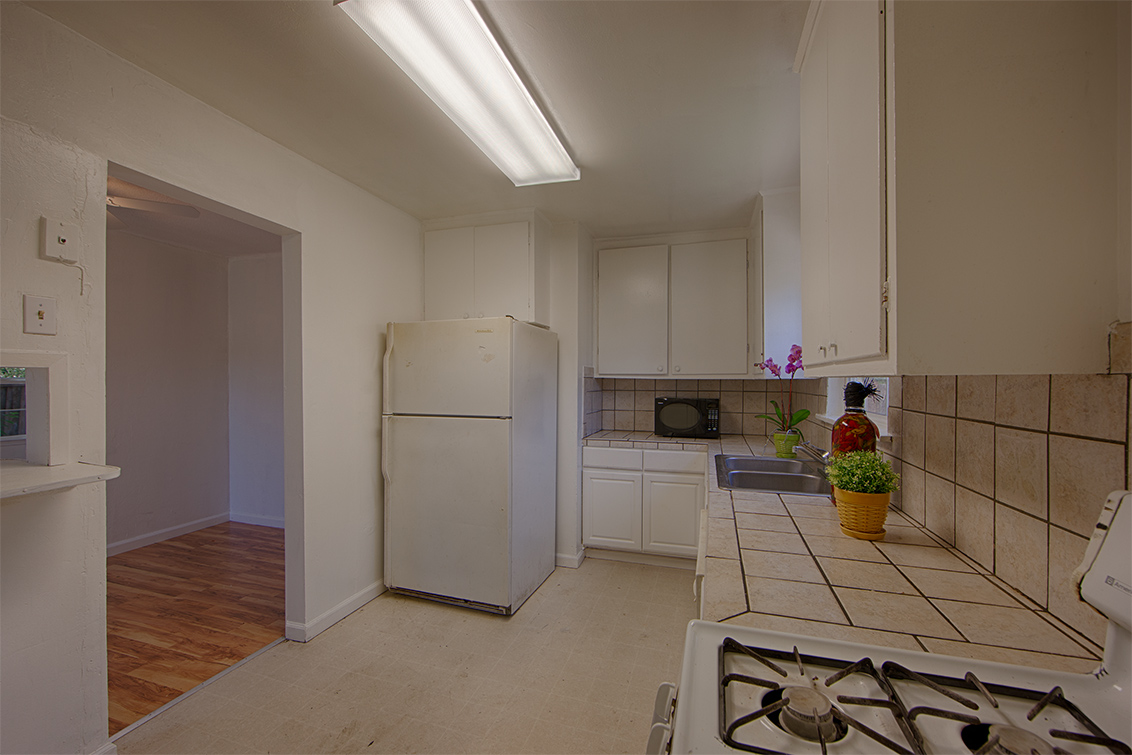Kitchen (B) - 2141 Euclid Ave