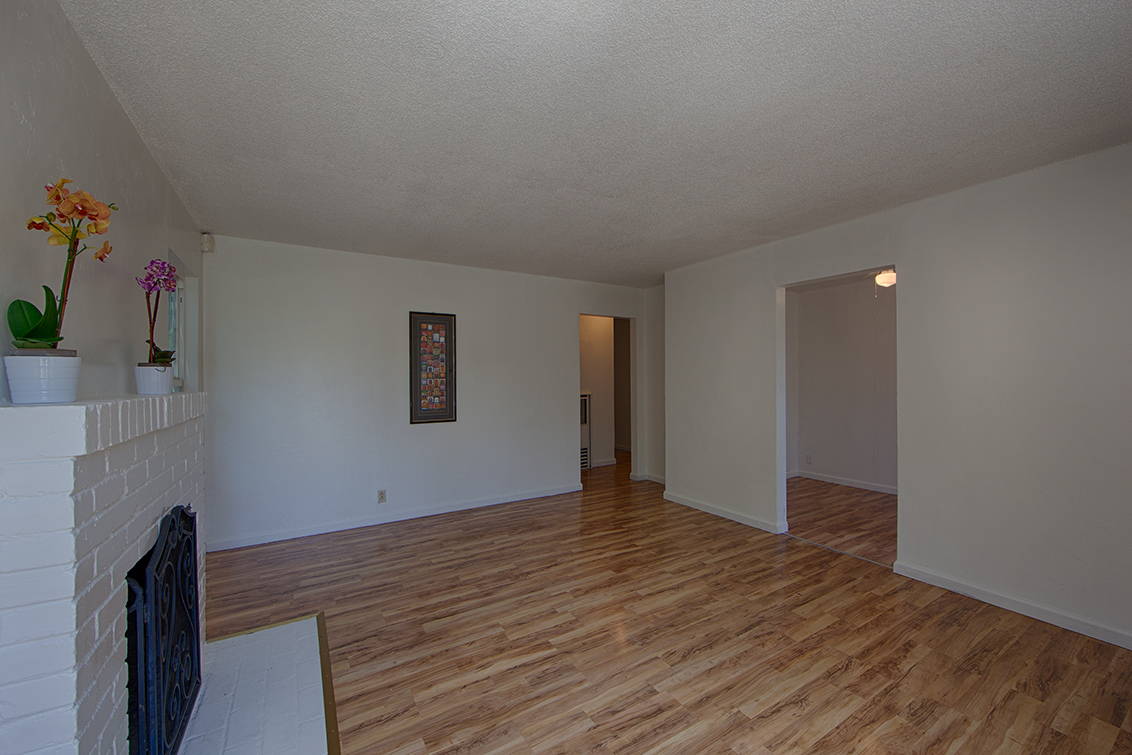 Living Room (C) - 2141 Euclid Ave