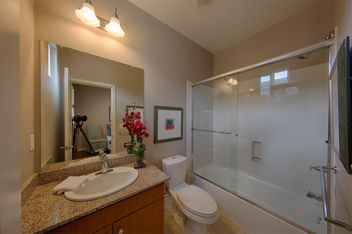Bathroom 2 (A) - 3711 Heron Way