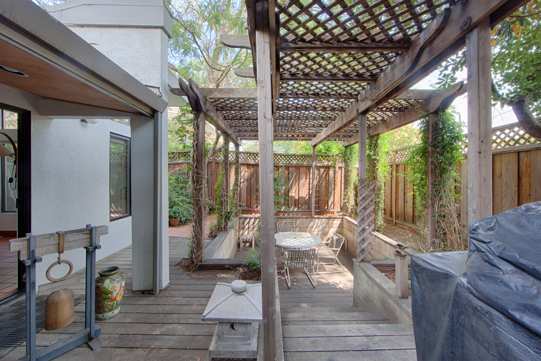1086 Moreno Ave, Palo Alto 94303 - Backyard Dining (B)