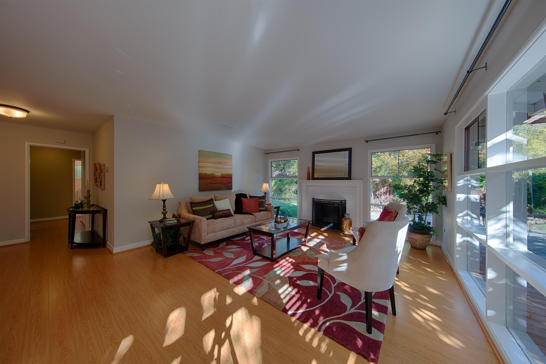 921 Newell Rd, Palo Alto 94303 - Living Room (D)