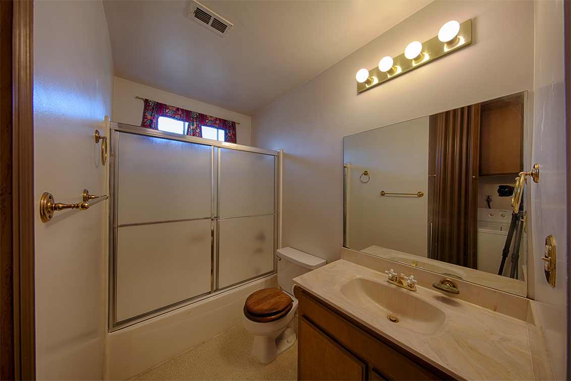 Bathroom (A) - 423 Oak Ave 8