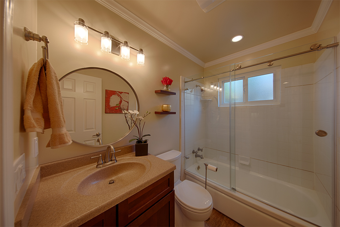 Bathroom 2 (A) - 1543 Oriole Ave