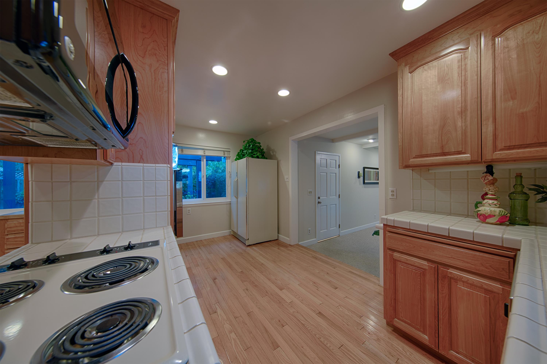 888 Redbird Dr, San Jose 95125 - Kitchen (D)