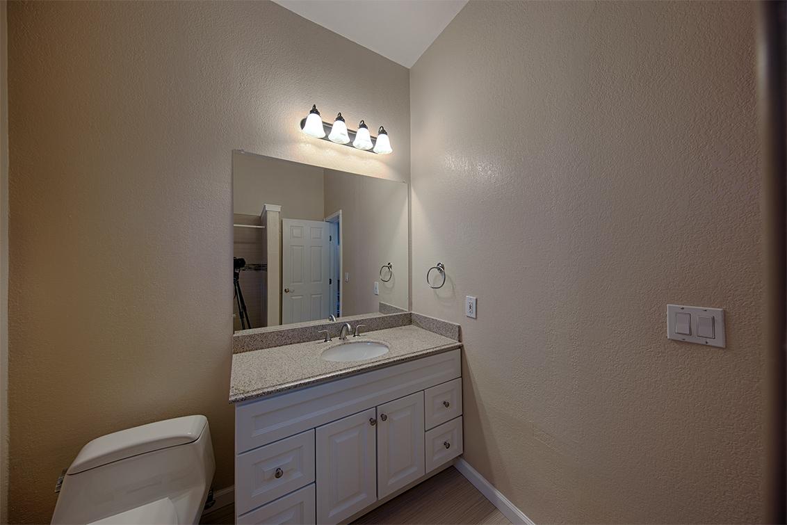 Bathroom 4 (B)