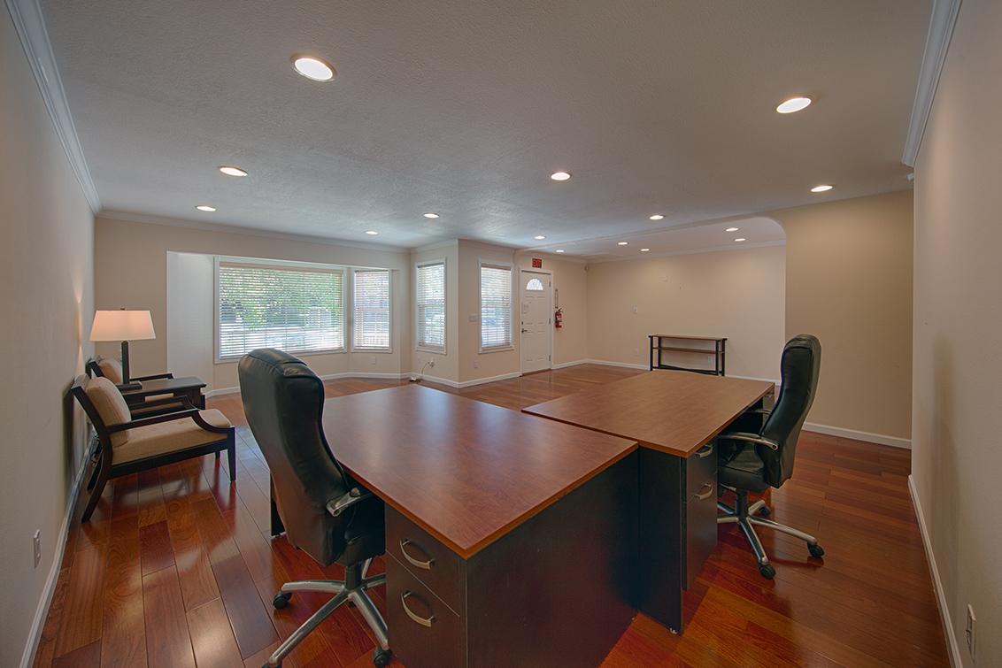 Office W Desk (D)
