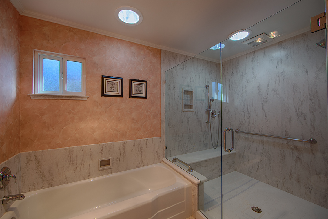 Bathroom 2 (C)