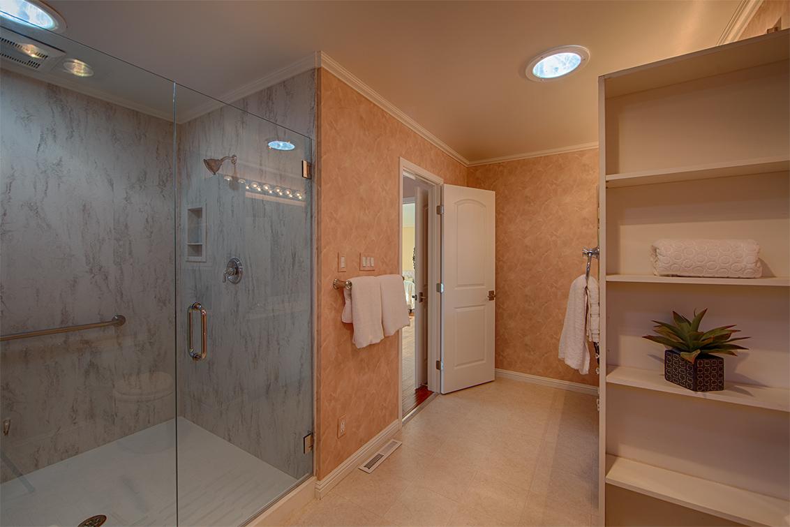 Bathroom 2 (E)