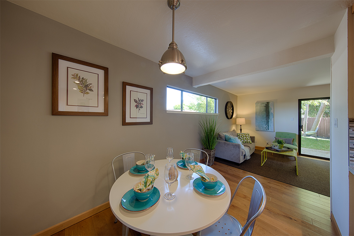 Dining Area (D) - 2526 W Middlefield Rd