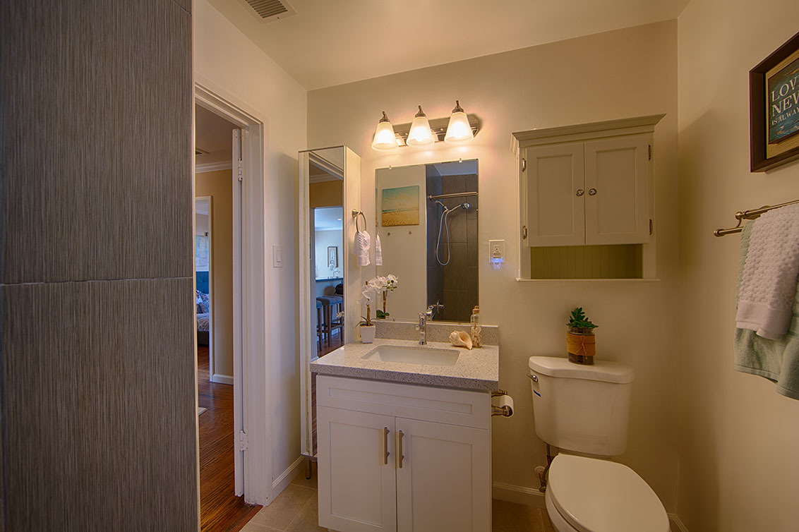 Bathroom (B) - 1343 Camellia Dr