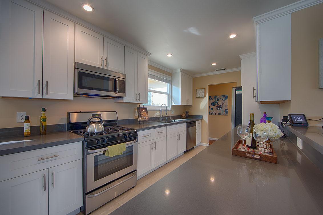 Kitchen (A) - 1343 Camellia Dr