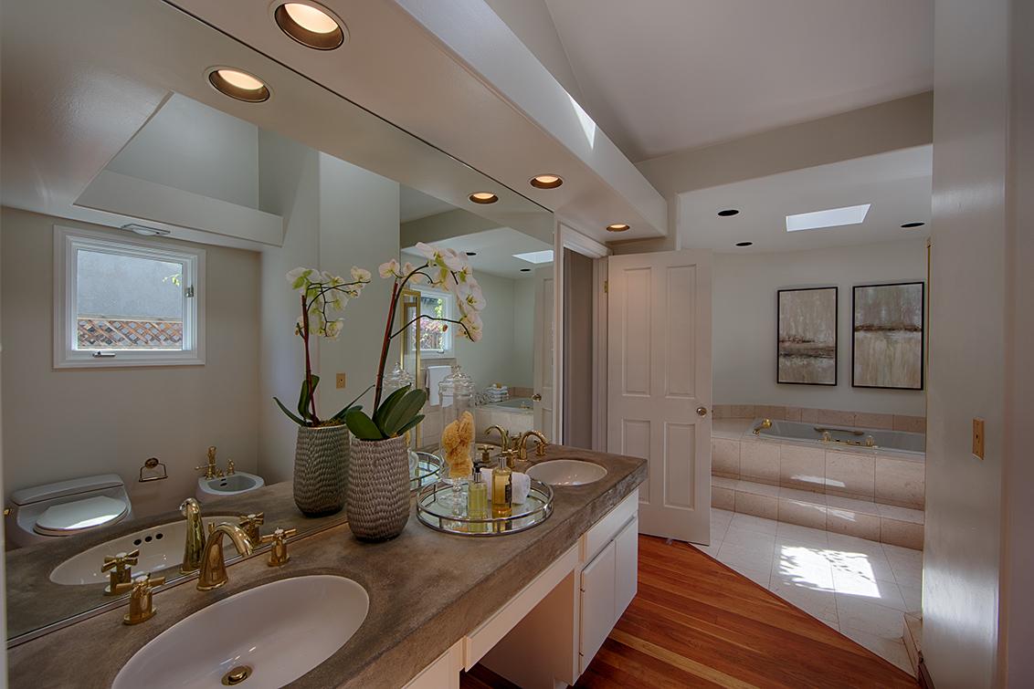 Downstairs Bath 1 (B)