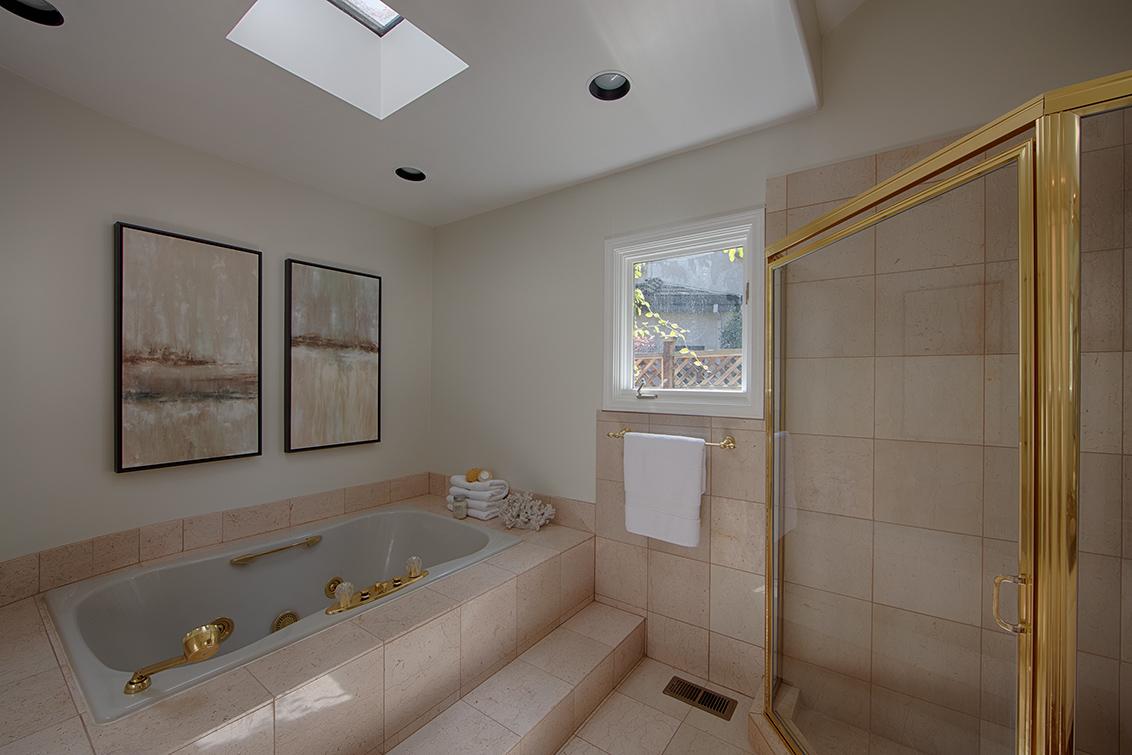 Downstairs Bath 1 (D)