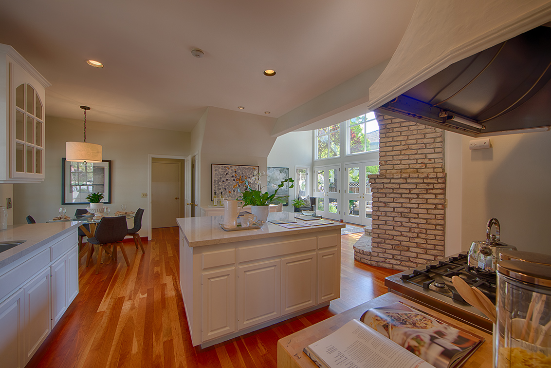 Kitchen (A) - 725 Center Dr