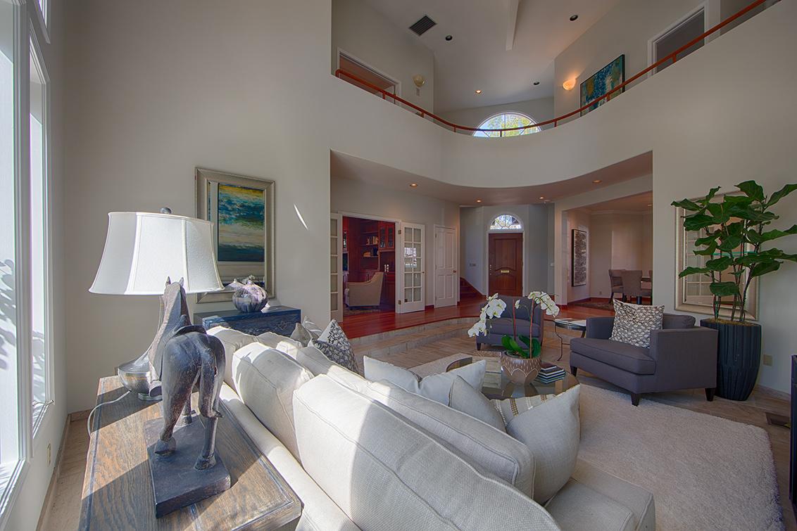 Living Room (B) - 725 Center Dr