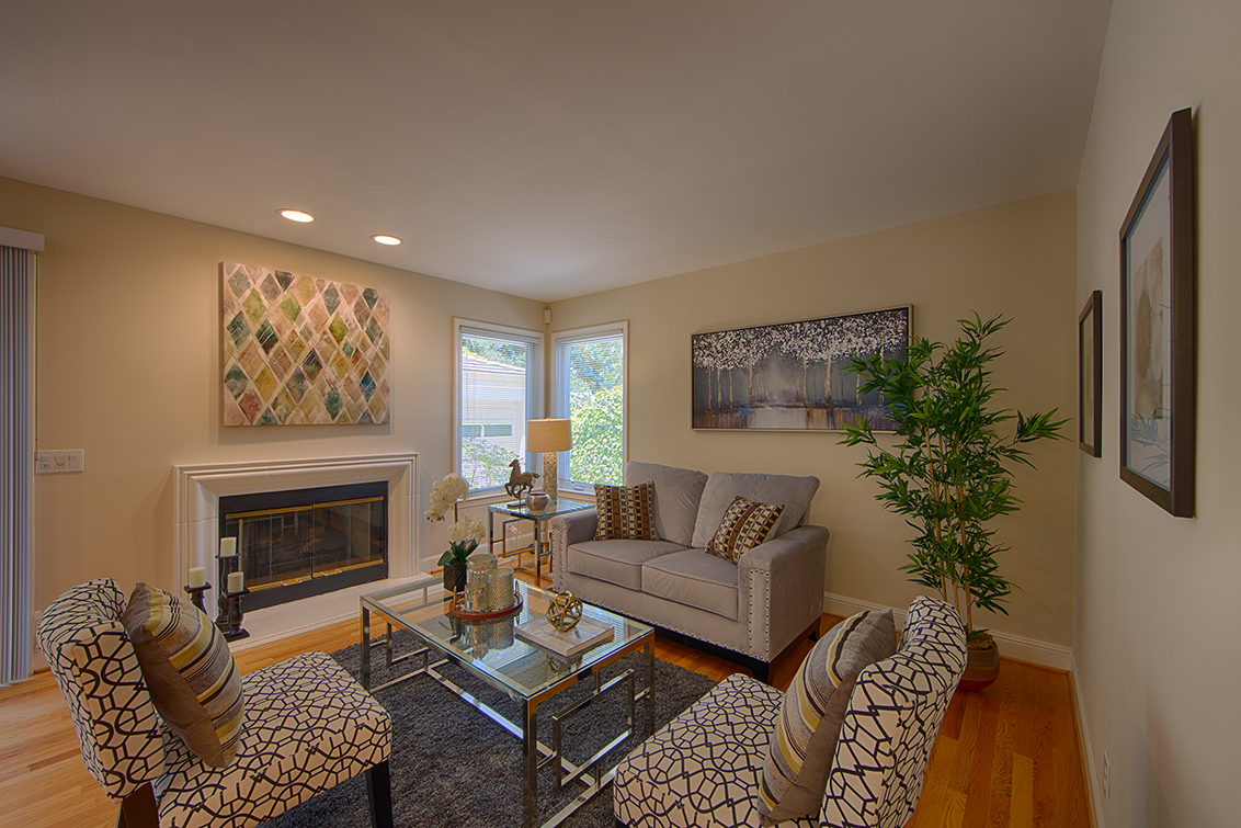 Family Room (A) - 606 Chimalus Dr