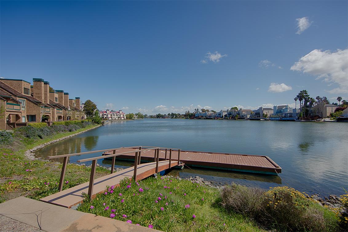 Dock (A)