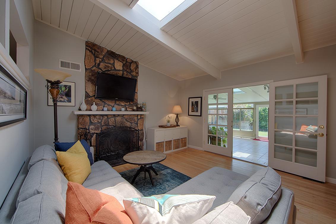 Living Room (D) - 5150 Elester Dr