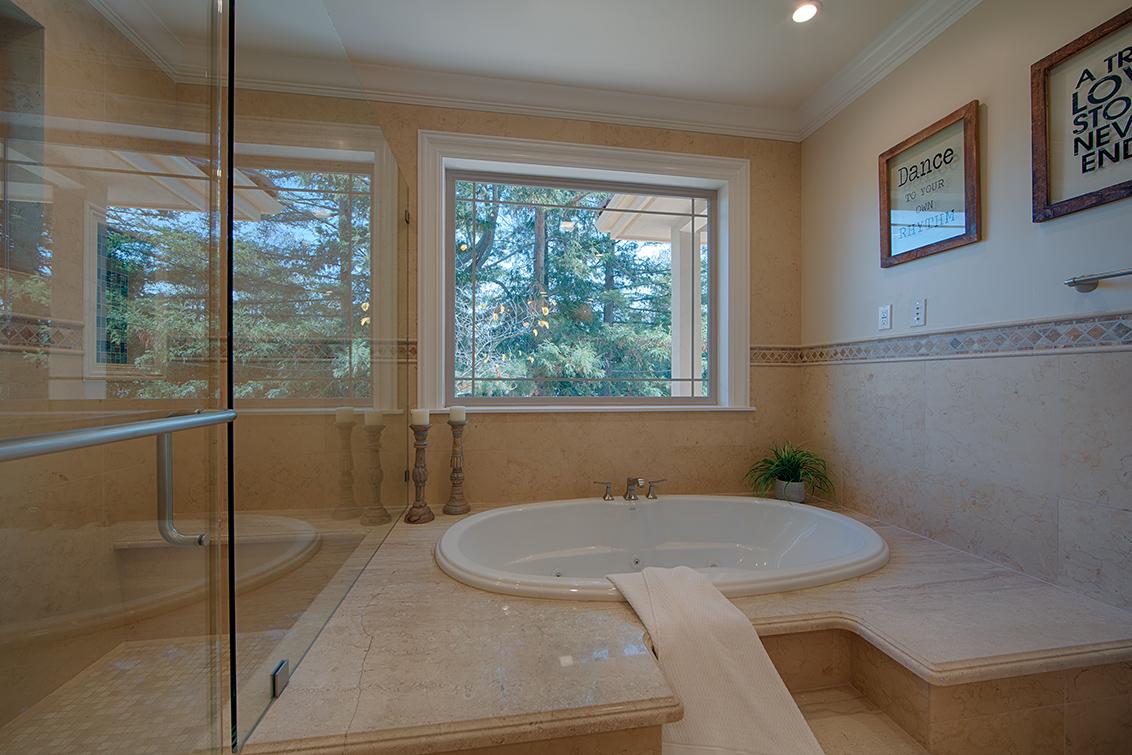 Master Bath (F)